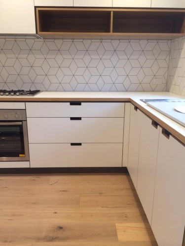 Splash back - Cubist White